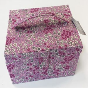 Cofre de costura frou-frou rosa